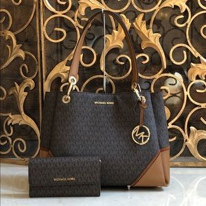 NWT Michael Kors Signature Nicole handbag&wallet